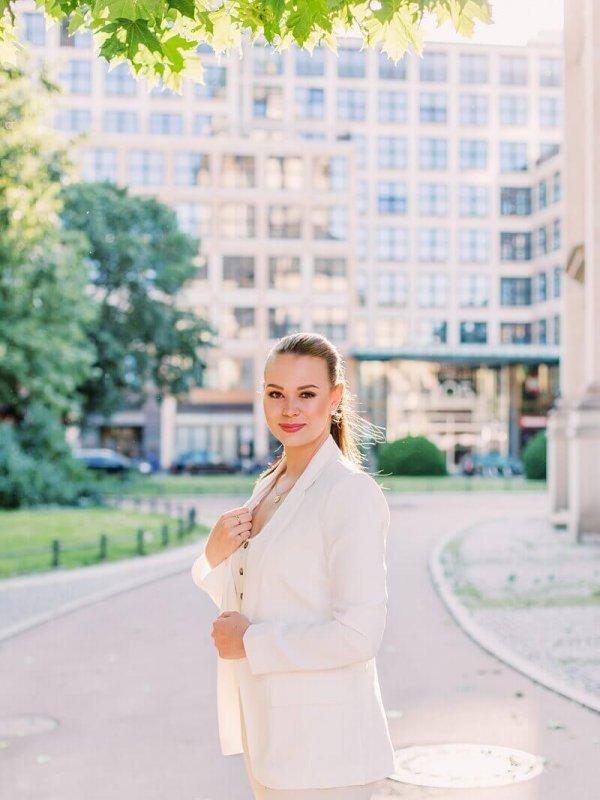 Frau im Business Look